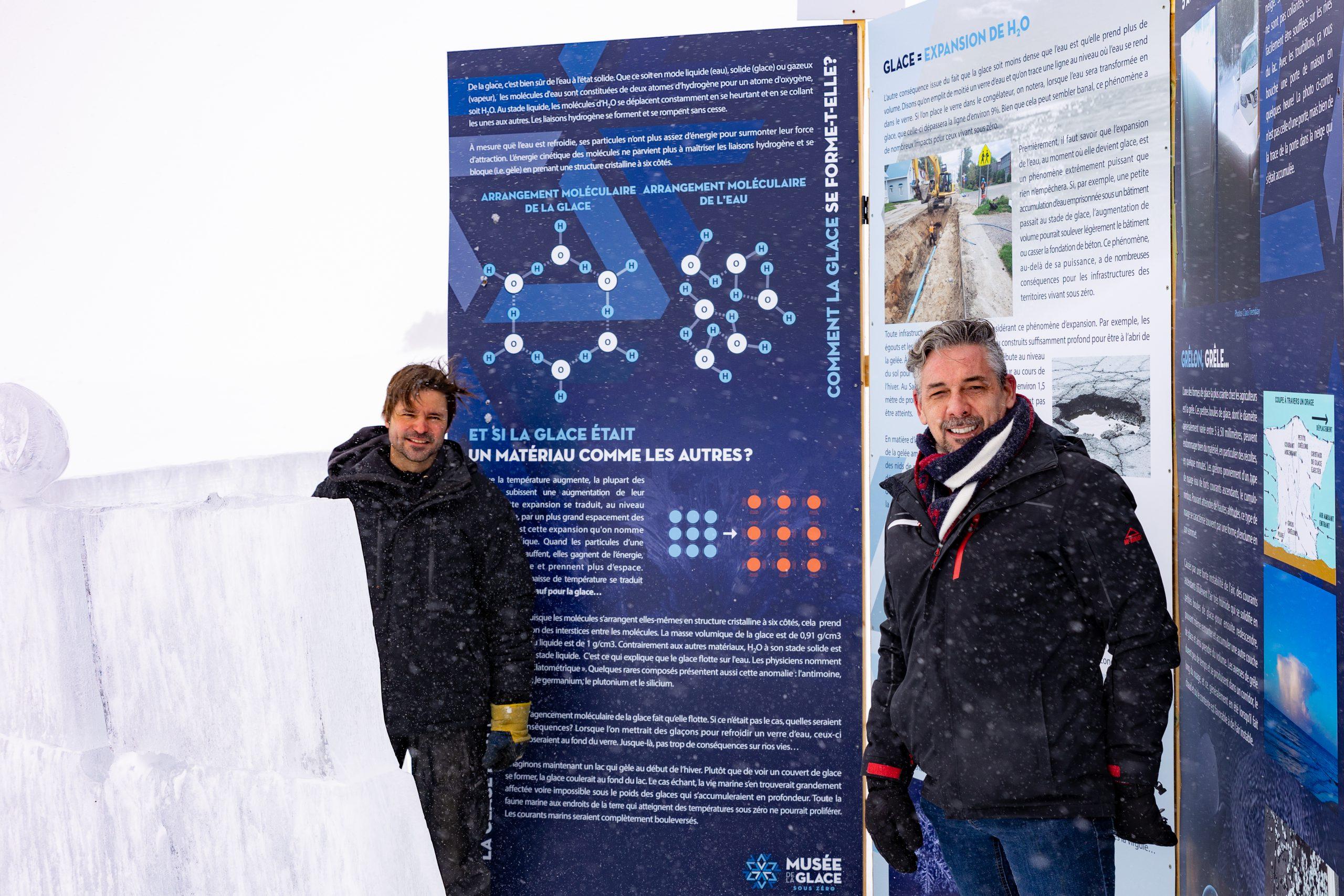 Panneaux du parcours au Musée de la glace avec Stéphan Tremblay, auteur et concepteur du Musée de la Glace et Erick Morin, conseiller à la CDRQ